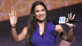 Alexandra Ocasio-Cortez, una demócrata socialista que podría convertirse en la mujer más joven en ocupar una curul en la Cámara de Representantes.