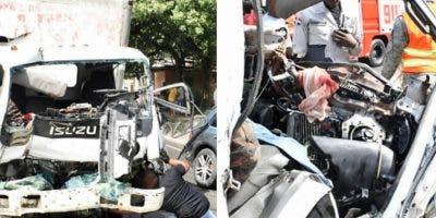 choque-de-camiones-deja-dos-heridos-en-carretera-turistica-luperon-proximo-a-montellano