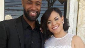 El beisbolista Carlos Paulino junto a su esposa, la presentadora de televisión Kiara Romero. Foto: fuente externa.