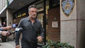 Actor Alec Baldwin  275/5000 sale del décimo recinto del Departamento de Policía de Nueva York, en Nueva York.