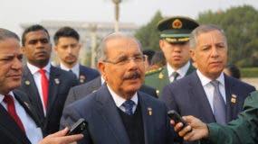 Danilo Medina habla a periodistas en rueda de prensa en el primer día de su visita oficial a China.