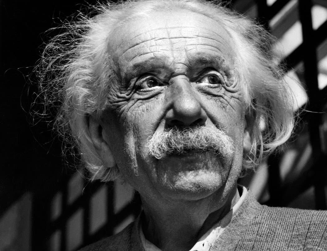 Foto de archivo de Albert Eisntein, el científico más conocido del siglo XX, tomada en 1954.   (AP Photo, File)