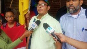 Israel Ramírez, (izq.) vocero del Falpo, dijo que apoyan el paro del próximo 27 de noviembre.