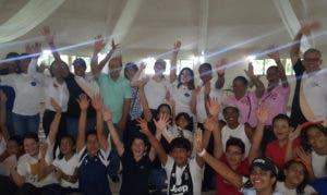 Acto final tras la caminata con los alumnos, padres y directivos del colegio Triumphare.