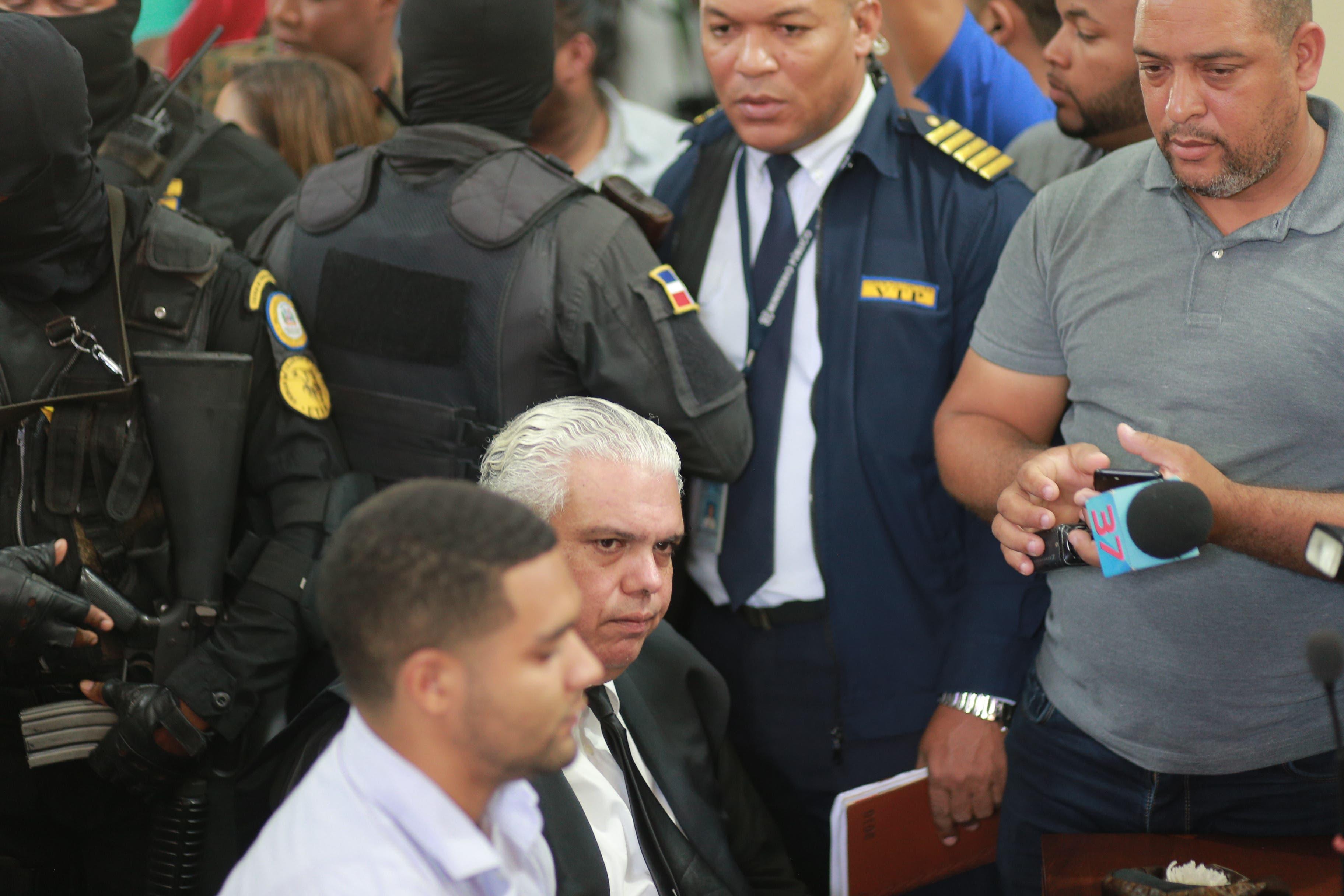 5. Marlon junto a su abogado antes de inicio de audiencia