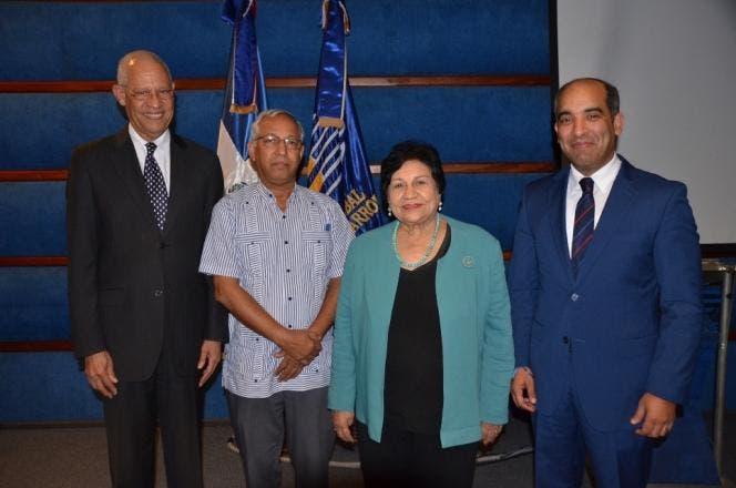 José Ramón Holguin, Ángel Hernández, Ligia-Amada Melo y José Armando Tavarez.