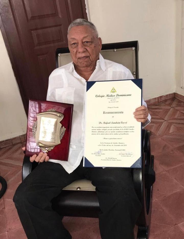 El doctor Rafael Landrón Cassó fue director del hospital Inmaculada Concepción, director provincial de salud, presidente del ayuntamiento, presidente de la AMD, del Club  de Leones.