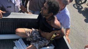 multitud-atrapa-y-tortura-presunto-ladron-en-sosua