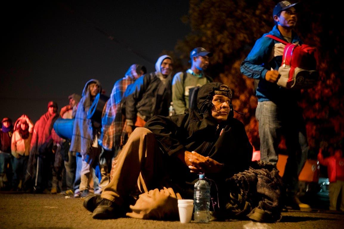 Las medidas de seguridad han aumentado con el despliegue de barricadas por parte de agentes estadounidenses que están a la espera de una entrada masiva por parte de los centroamericanos.