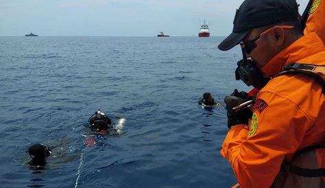 Amplían tres días la búsqueda del avión que se estrelló en el de Marzo de Java