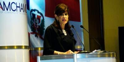 Robin Berstein  fue la oradora principal en el almuerzo de la Cámara Americana de Comercio de República Dominicana.