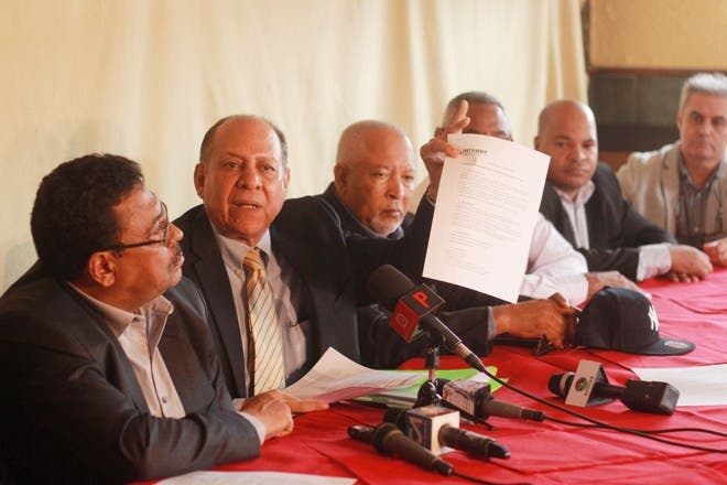 Asociación de Empresas de Taxis (ADETAXIS) y la Asociación Dominicana de Dueños de Compañías de Taxis.