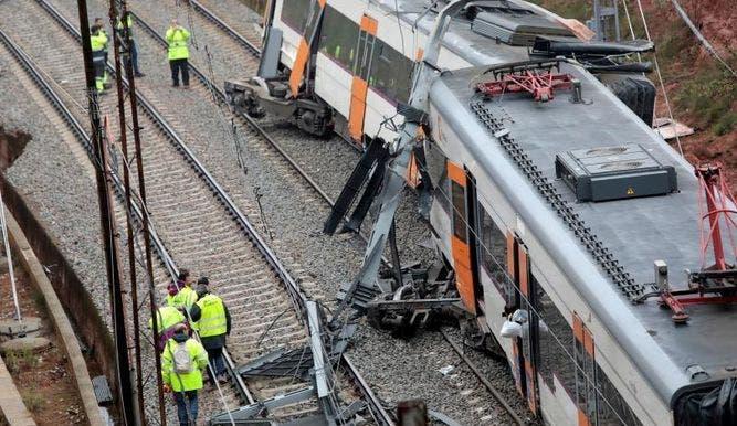 El accidente se produjo a las 06.15 hora local (05.15 GMT) en la localidad de Vacarisses, a unos 30 kilómetros de Barcelona, en la línea de cercanías que une Manresa con Sant Vicenc de Calders.