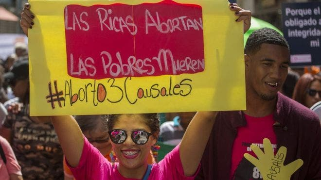 En julio de 2018 hubo una marcha multitudinaria en Santo Domingo, la capital dominicana, a favor de la despenalización del aborto al menos bajo tres causales.