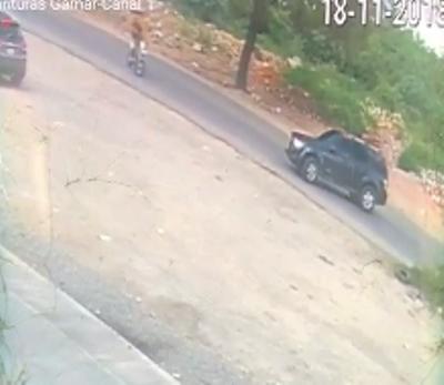 Muere motorista tras chocar contra una jeepeta en la Autopista de San Isidro