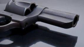 Hemenway apunta que para usar un arma es necesario un entrenamiento continuo.