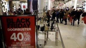 La tradicional jornada festiva de este jueves en EE.UU., celebrada habitualmente entre familiares o amigos, dará paso en muchos casos a las primeras compras de la temporada navideña.