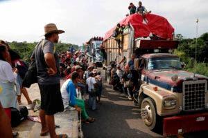 Mientras decenas de migrantes siguen cruzando diariamente la frontera entre Guatemala y México su situación en territorio mexicano se va complicando cada vez más por el cansancio acumulado y las dificultades por llegar a Estados Unidos.