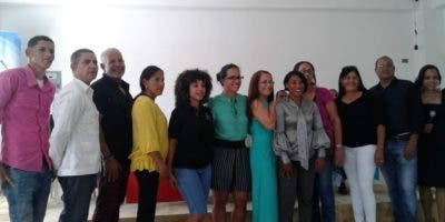 Hilda Pichardo junto a los hombres y mujeres que han trabado por el desarrollo y fortalecimiento del Centro para Educación Salud y Medio Ambiente (Cepesaman).