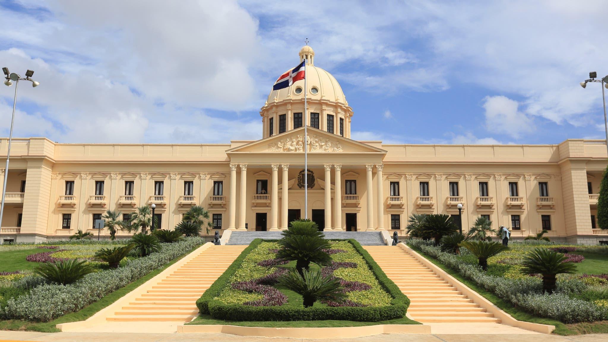 Danilo Medina establece requisitos que deben reunir diplomáticos