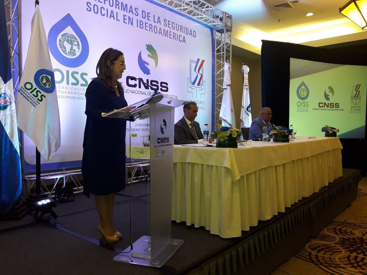 """La secretaria general de la Oiss, Gina Magnolia Riaño, durante la apertura del  seminario internacional """"Las reformas de la seguridad social en Iberoamérica."""