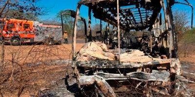 El suceso ocurrió casi diez días después de que 50 personas murieran, entre ellas dos niños, al chocar frontalmente dos autobuses en la principal carretera del este de Zimbabue.