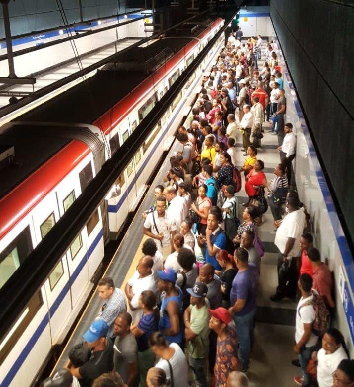 Cientos de pasajeros varados en línea uno del Metro tras averiarse un tren