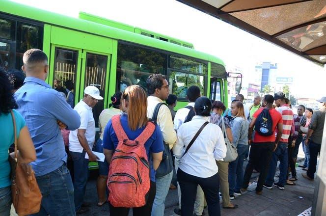 Transporte de pasajeros está paralizado en un 90% , dice Coordinadora por la Rebaja de los Combustibles