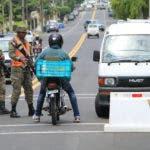 """El Ejército envió soldados a las principales vías de Santo Domingo, con motivo del """"Viernes Negro"""", cuando se registra un incremento en el comercio."""