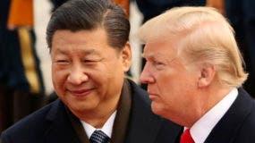 En esta imagen de archivo, tomada el 9 de noviembre de 2017, el presidente de Estados Unidos, Donald Trump, y el de China, Xi Jinping, durante una ceremonia de recepción en el Gran Salón del Pueblo en Beijing, China. (AP Foto/Andrew Harnik, archivo)