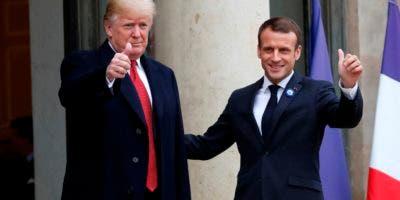 El presidente de Estados Unidos, Donald Trump, y su homólogo francés, Emmanuel Macron,. AP