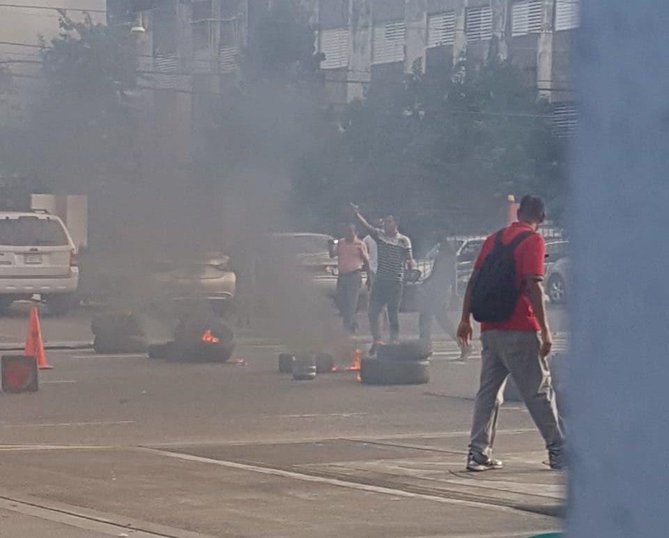 Foto de archivo. Los estudiantes incendiaron neumáticos. Foto: Teresa Casado.