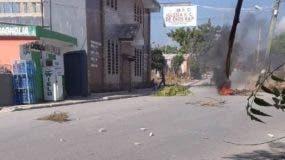 Villa Central en Barahona algunos comercios no abrieron sus puertas en apoyo al paro.