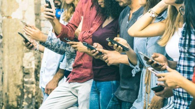 Las aplicaciones Screen Time y Digital Wellbeing quieren ayudarte a saber con qué frecuencia miras tu dispositivos.