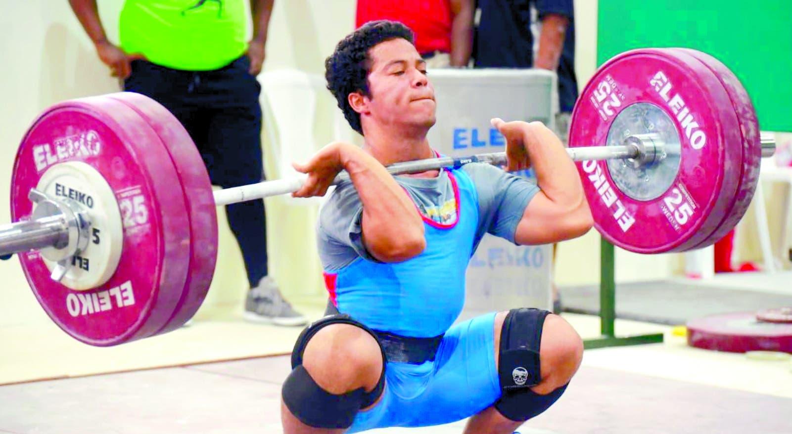 Luis García ejecuta un movimiento durante su actuación en los Juegos Nacionales de Salcedo.  Alberto Calvo.