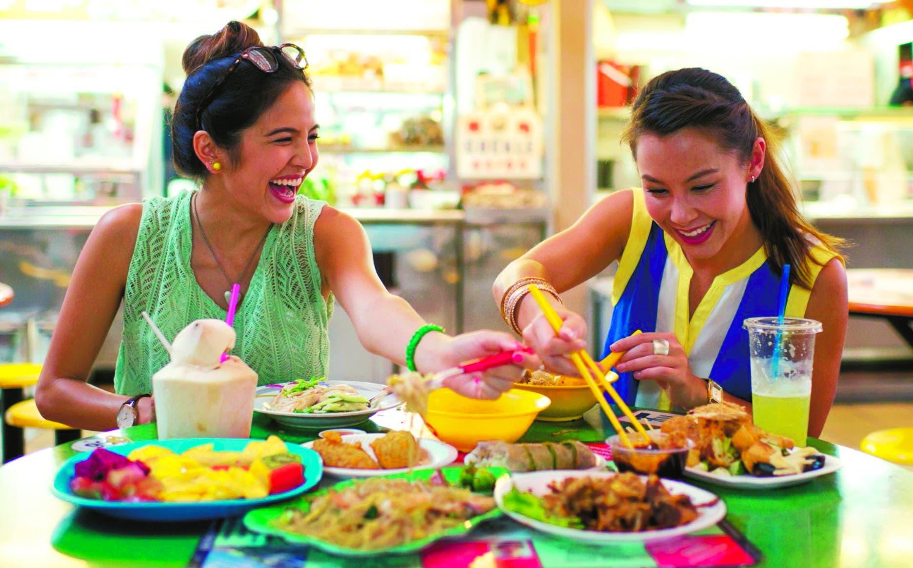 En esta temporada se suele ingerir alimentos recalentados,  sobre todo los que están condimentados con mayonesa, y comer comidas recalentadas.