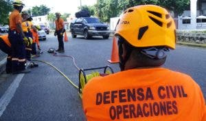 Los miembros de la unidad de rescate hicieron una demostración para EL DÍA.