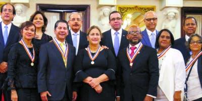 El presidente Medina hizo entrega de premios.  Nicolás Monegro