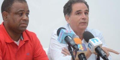 José M. González Cuadra junto a  comunitario .  Pedro Sosa.