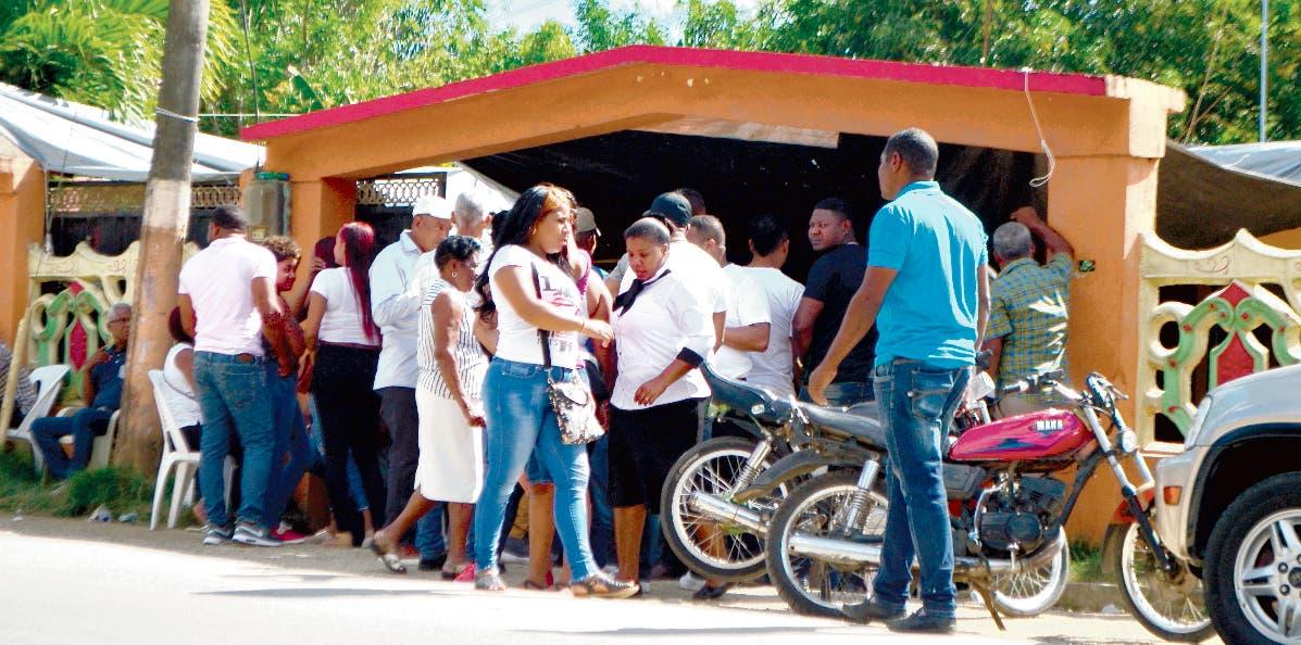 Familiares de las víctimas impidieron  acceso de  la prensa al velatorio.  Ana mÁrmol