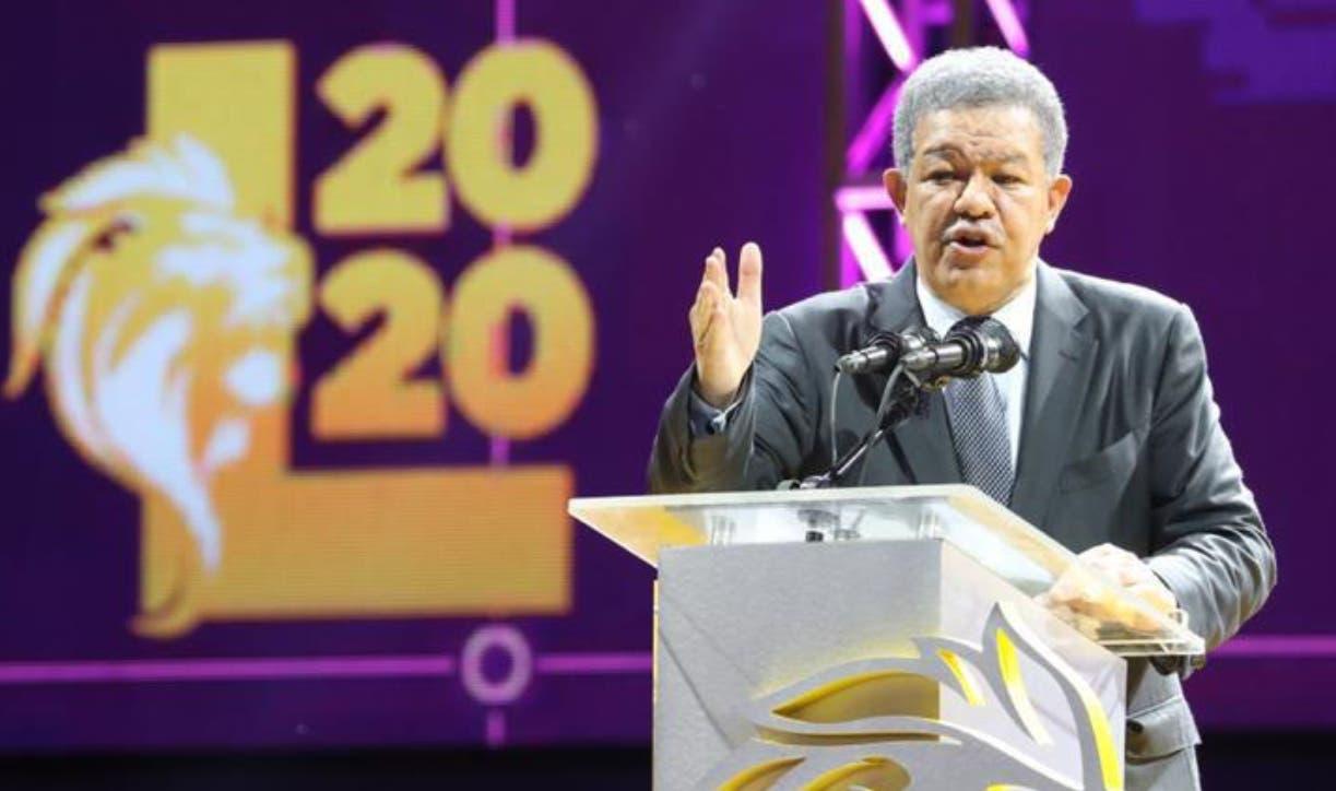 Fernández aboga por fortalecimiento de la democracia