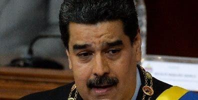 El presidente Nicolás Maduro advierte de otro complot.