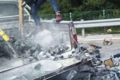 El fuego se produjo por colilla que tiró y cayó en la guagua.