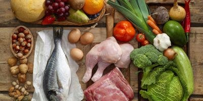 Se recomienda una dieta de consistencia blanda, pero con alto contenido de proteína como el huevo,  pollo o pescado blanco.