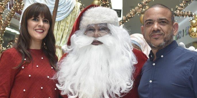 Victoria Soto, Santa Claus y Luis Rivas.