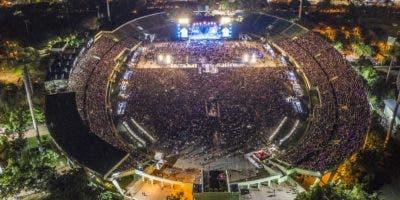 """Romeo Santos demostró porque  sigue siendo el  """"Rey de la bachata"""",  al abarrotar el sábado el Estadio Olímpico Félix Sánchez.  Joel García"""