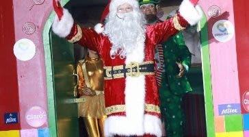 Santa Claus en la aldea mágica de Megacentro.
