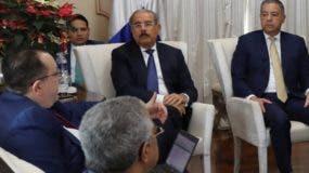 Presidente Medina durante la reunión de ayer en Palacio.