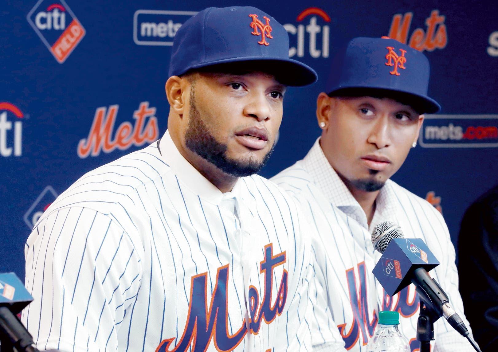 Robinson Canó y el boricua Edwin Díaz durante la rueda de prensa que organizaron ayer  los Mets de Nueva York.  Ap