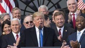 El presidente Donald Trump insiste en un muro fronterizo.